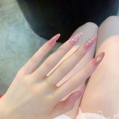 尖形简约粉色贝壳片钻美甲图片