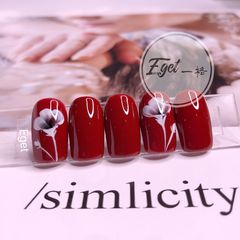 红色方圆形秋天上班族简约短指甲手绘花朵美甲图片