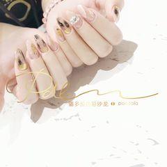 裸色尖形晕染金箔手绘日式钻魔镜粉美甲图片