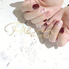 红色方形短指甲格纹简约美甲图片