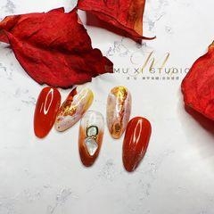 尖形红色晕染金箔贝壳片新娘真的太美了美甲图片