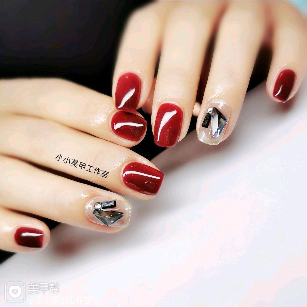 方圆形红色简约钻新娘美甲图片