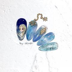蓝色尖形晕染手绘卡通可爱金属饰品艾莎美甲图片