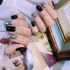 方圆形秋天金箔简约上班族短指甲黑色日式美甲图片