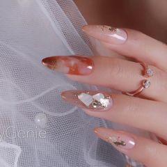 尖形红色晕染贝壳片新娘美甲图片