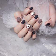 磨砂秋天短指甲圆形棕色黑色豹纹美甲图片