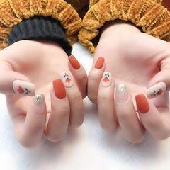 方圆形焦糖色白色手绘花朵磨砂美甲图片