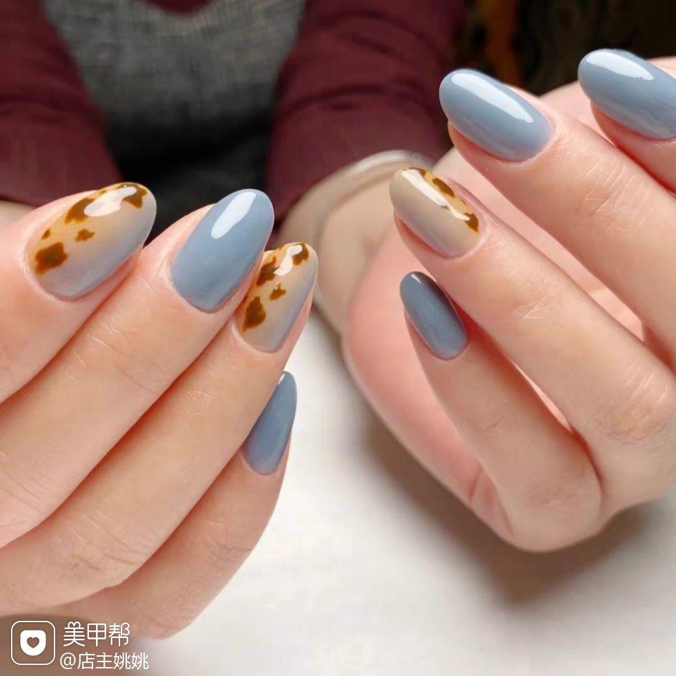 圆形蓝色棕色手绘豹纹竖形渐变美甲图片
