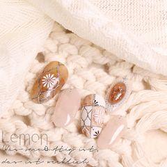 裸色短指甲简约手绘圆形黄色美甲图片