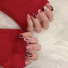 圆形红色白色手绘花朵珍珠波点美甲图片