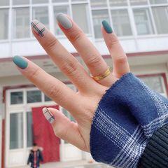 蓝色方形短指甲格纹秋天磨砂简约灰色美甲图片