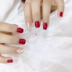 红色贝壳片金箔简约方圆形新娘美甲图片