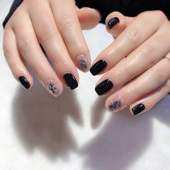 圆形短指甲贝壳片金箔跳色黑色美甲图片