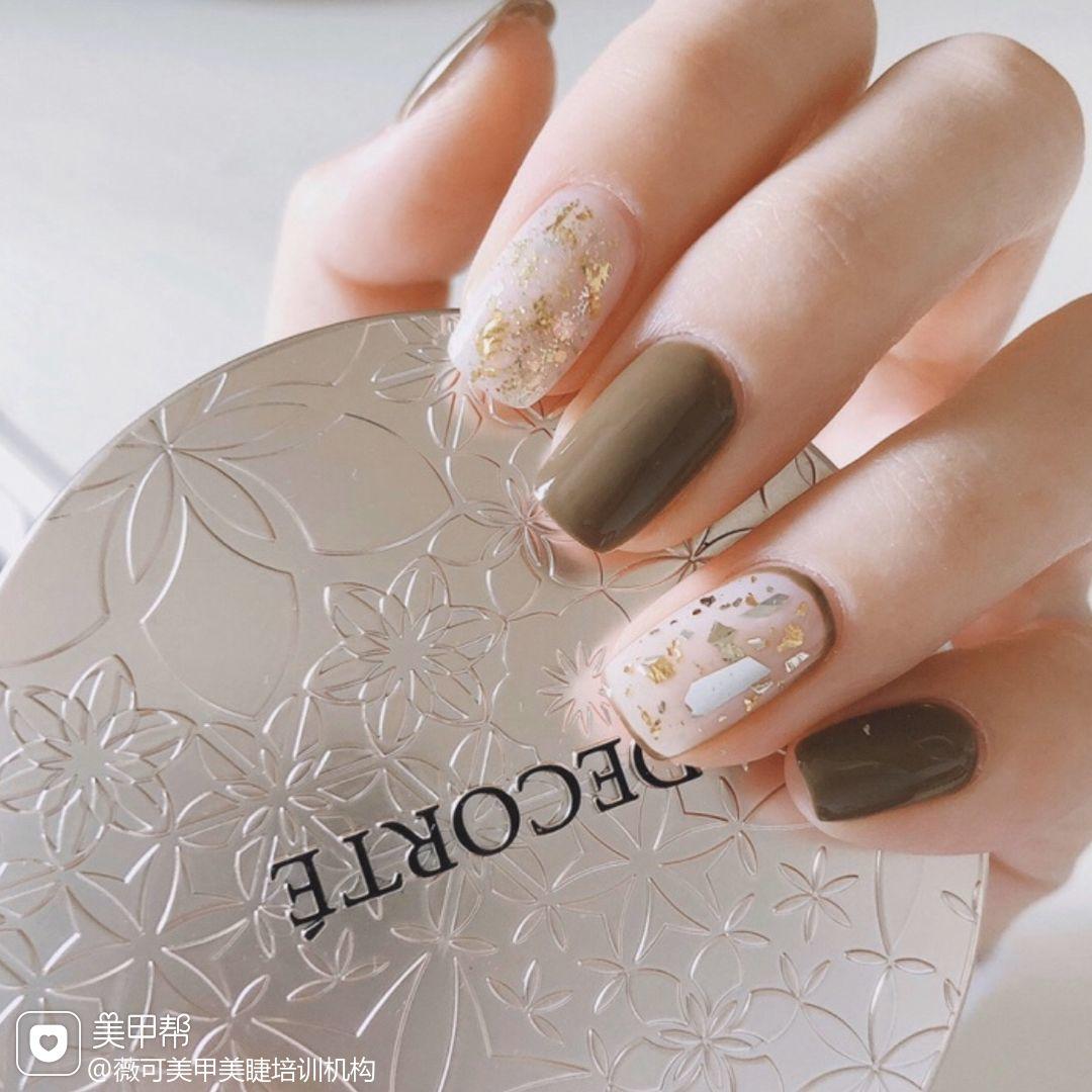 方形秋天短指甲金箔跳色贝壳片棕色美甲图片