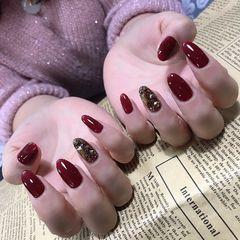 红色尖形饰品钻新娘美甲图片