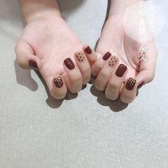 金箔波点方圆形棕色短指甲美甲图片
