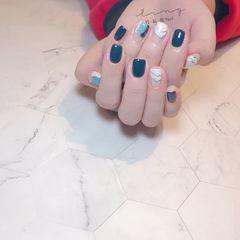 蓝色方形简约手绘晕染美甲图片