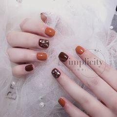 方形秋天金箔贝壳片棕色南瓜色短指甲美甲图片