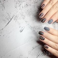 黑色方圆形钻金属饰品美甲图片