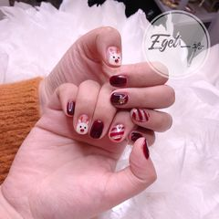 红色方圆形可爱手绘圣诞美甲图片