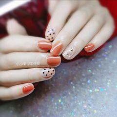 方圆形橙色短指甲波点圣诞款美甲图片