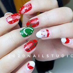 红色绿色尖形圣诞美甲图片