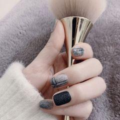 方圆形格纹秋天黑色灰色磨砂美甲图片