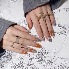 圆形橙色银色手绘晕染美甲图片