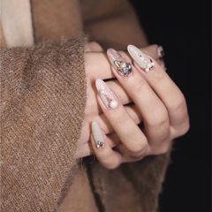 尖形秋天裸色粉色钻珍珠美甲图片