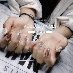 裸色银色尖形新娘贝壳片简约日式款拼钻珍珠超级仙的一款新娘甲美甲图片