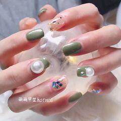 绿色方圆形贝壳片珍珠星月美甲图片