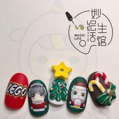 黄色绿色红色彩色圆形磨砂可爱圣诞美甲图片