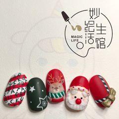 红色绿色彩色圆形磨砂可爱手绘圣诞美甲图片