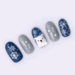 圆形蓝色灰色手绘雪花圣诞美甲图片