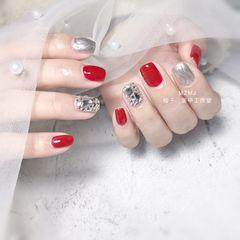 红色方圆形新年跳色水波纹钻美甲图片