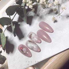 圆形新年新娘金箔晕染粉色贝壳片生活是自己的 尽情打扮☀️ 尽情可爱☀️ ———————[勾引]秞希美甲图片