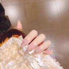 新年新娘贝壳片简约圆形裸色珍珠美甲图片