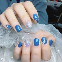 蓝色方圆形波点加了一点点雪花,感觉就不一样了美甲图片