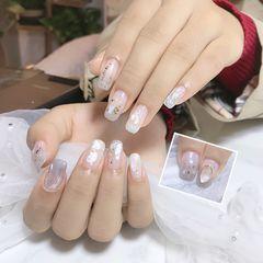 方圆形白色水波纹贝壳片金箔美甲图片