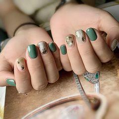 绿色方圆形晕染金箔贝壳片新年来点不一样的颜色美甲图片