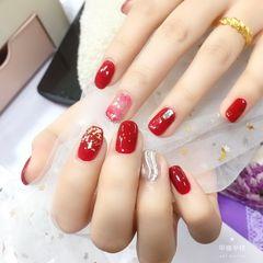 红色新年金箔方圆形水波纹美甲图片