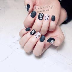 方圆形简约格纹黑色钻饰手绘磨砂美甲图片
