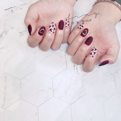 红色圆形磨砂简约豹纹手绘美甲图片