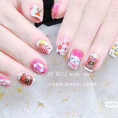 方圆形粉色白色手绘招财猫新年可爱美甲图片