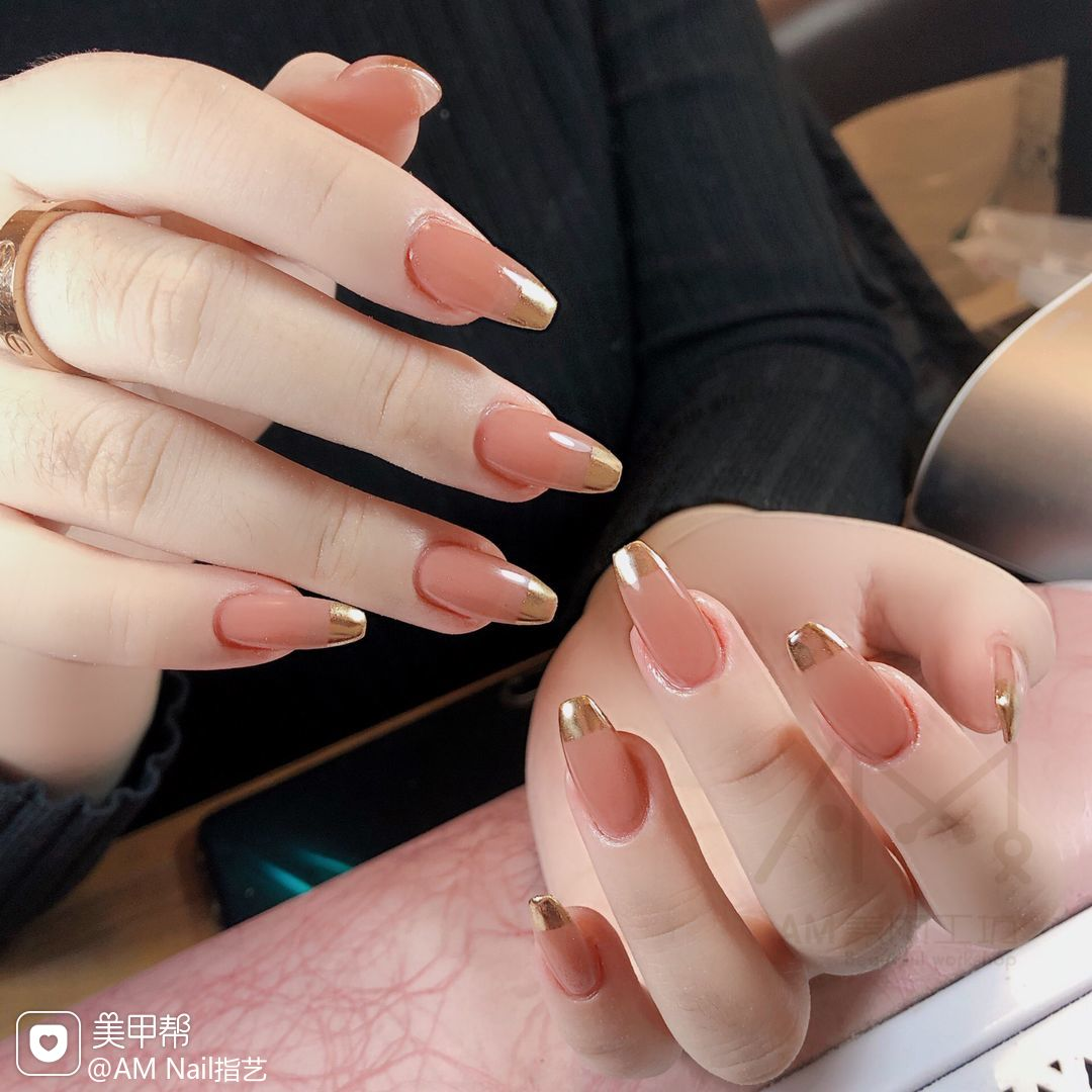 异形法式镜面粉美甲图片
