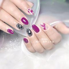 尖形新年美甲挑战新年晕染金箔紫色钻美甲图片