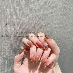 红色晕染尖形金箔新年美甲图片