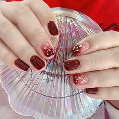 红色渐变新年圆形贝壳片美甲图片