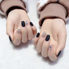 方圆形磨砂短指甲简约黑色水波纹魔镜粉亮片美甲图片