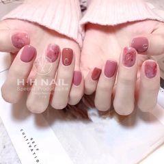 晕染粉色方圆形美甲图片